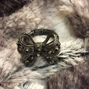 🖤🖤BETSEY JOHNSON STRETCHY BOW RING🖤🖤